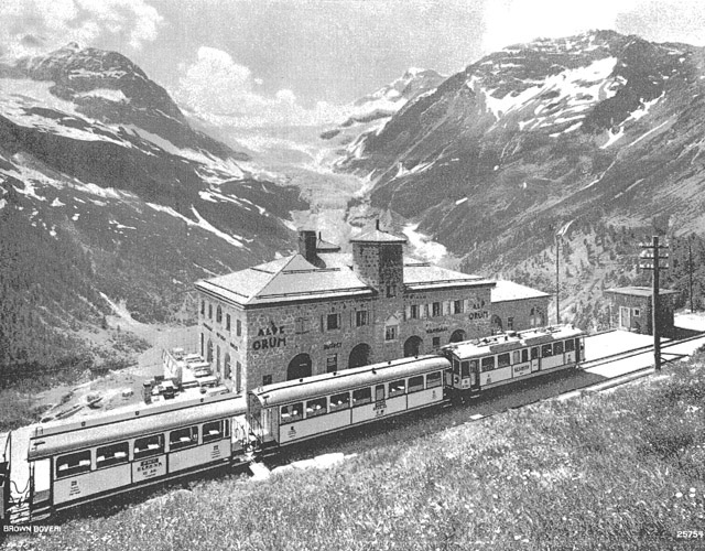 Il treno del Bernina all'Alp Grüm (foto da The Brown Boveri Review, August 1929 http://photo.proaktiva.eu/?pict=historic_bw/071008_00)