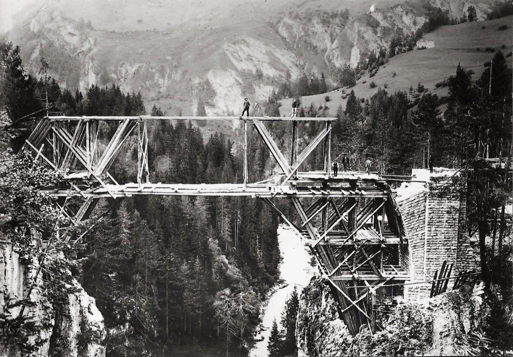 Costruzione del Viadotto di Solis © Historic RhB http://www.historic-rhb.ch/thusis-samedan-st-moritz-pontresina-692.html