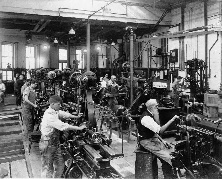Operai in fabbrica, da www.zeroventiquattro.it